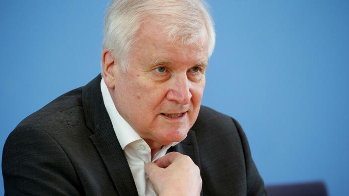 Seehofer weist Verantwortung für Anstieg politisch motivierter Gewalt zurück