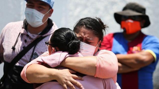 El Gobierno de México declara tres días de duelo nacional por tragedia en el metro de la capital