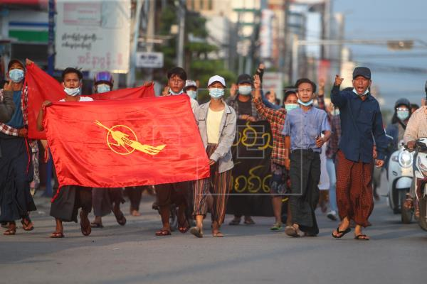 La junta birmana prohíbe los canales de televisión extranjeros vía satélite