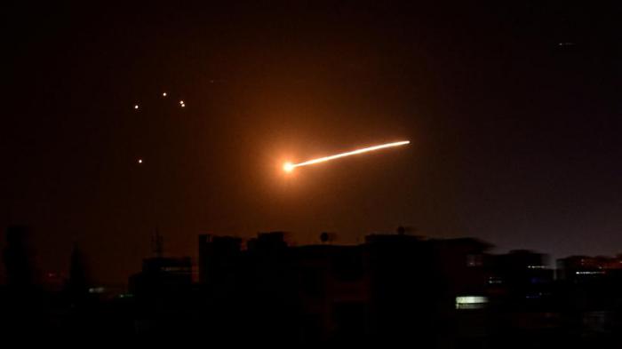 Israel greift Zivilanlagen in Latakia an – Syrische Armee schießt mehrere Raketen ab