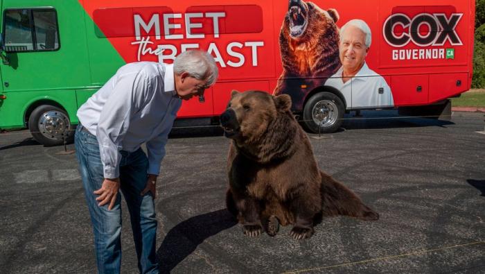 Republikaner macht Wahlkampf mit lebendigem Bären