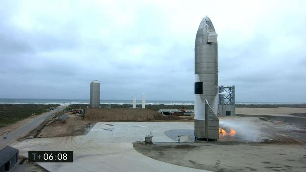 Un prototype de la fusée géante Starship a réussi son atterrissage