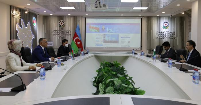 Analytische Zentren in Aserbaidschan und Pakistan knüpfen Beziehungen