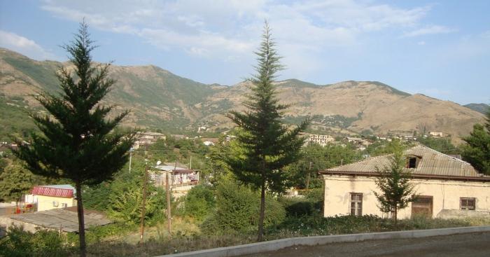 «Une église arménienne restepréservée dans le bourg de Hadrout d
