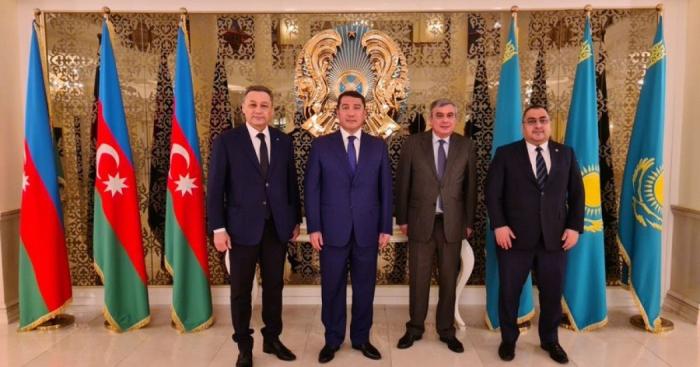 """Azerbaiyán y Kazajistán desarrollan la interacción en el campo de la realización de """"las ciudades inteligentes"""""""