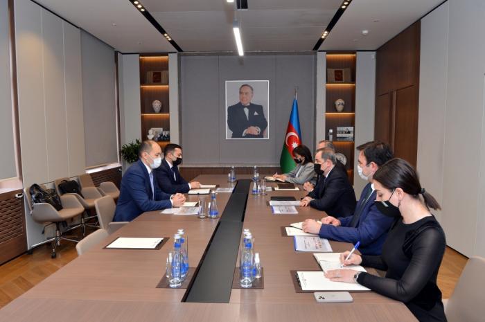 """جيهون بايراموف يلتقي الأمين العام للأمانة الدائمة للجنة الحكومية """"تراسيكا"""""""
