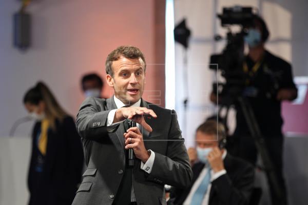Macron dice que el principal problema de las vacunas no está en las patentes sino en la distribución