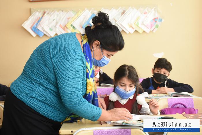 Azerbaïdjan:  les cours reprendront partiellement dans les écoles secondaires