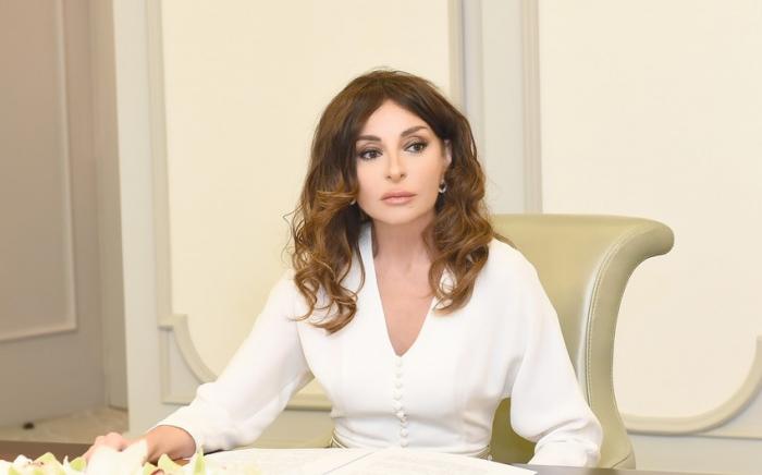Mehriban Aliyeva felicita a los veteranos azerbaiyanos