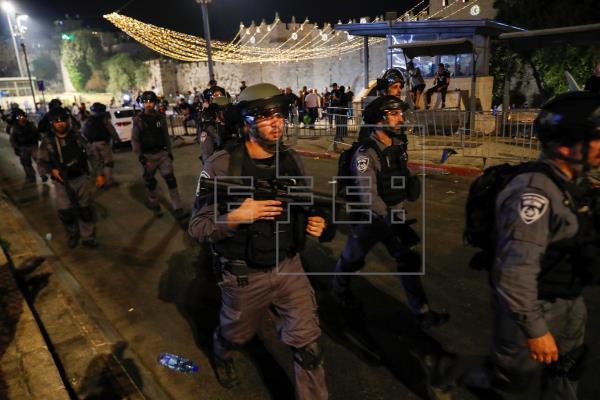 Bombardeo israelí de represalia contra Hamás en Gaza ante la tesión en Jerusalén