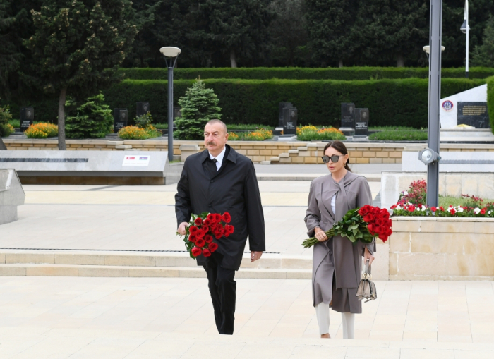 Azerbaijani president and first lady pay tribute to Azerbaijanis who made unparalleled contribution to victory over fascism