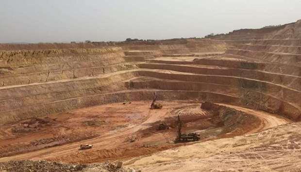 Landslide kills fifteen at Guinea gold mine
