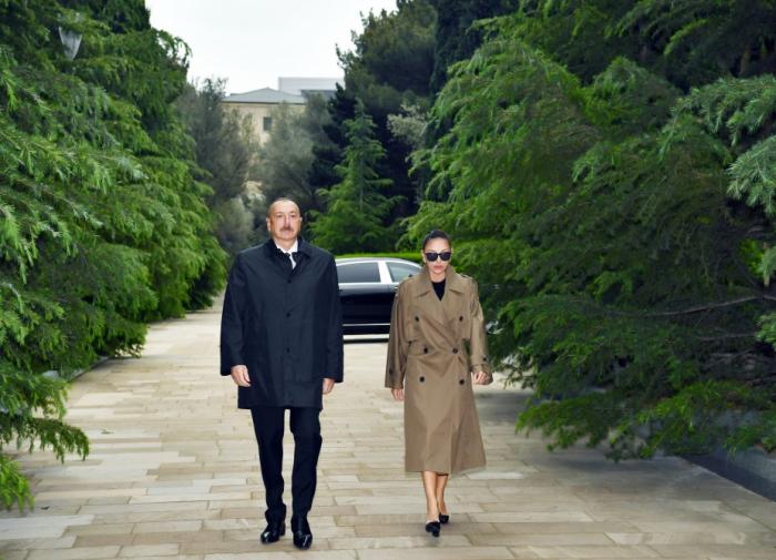 Prezident və birinci xanım Heydər Əliyevin məzarını ziyarət edib -  VİDEO+FOTOLAR