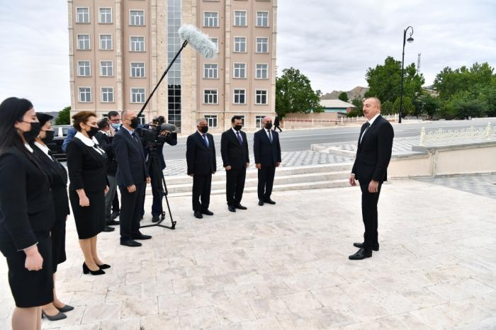 Prezident Ordubadda ictimaiyyət nümayəndələri ilə görüşdü -  FOTOLAR (YENİLƏNİB)