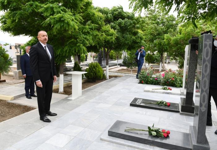 Prezident babasının məzarını ziyarət edib -    FOTO