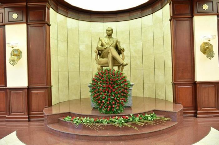 Azerbaijani parliament marks national leader Heydar Aliyev's 98th anniversary