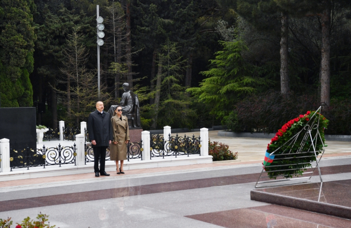 Azerbaijani president and first lady visit grave of national leader Heydar Aliyev - PHOTOS