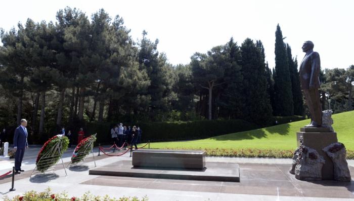 Russia's Lavrov visits grave of Azerbaijan's national leader Heydar Aliyev