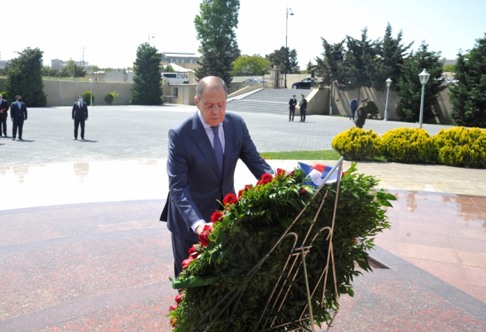 "Russia's top diplomat visits ""Mass Grave"" Memorial Complex in Baku"