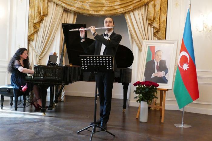 Parisdə Heydər Əliyevin xatirəsinə həsr olunmuş konsert keçirilib