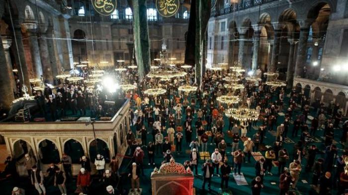 لأول مرة منذ 87 عاما.. صلاة عيد الفطر في مسجد آيا صوفيا