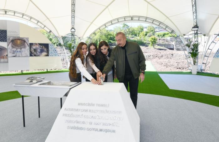 Presidente Ilham Aliyev sentó las bases de una nueva mezquita en Shusha