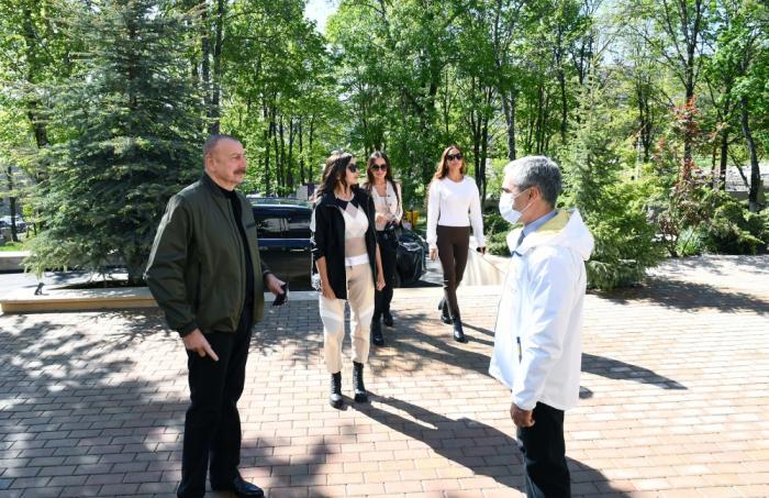 PresidenteIlham Aliyev visita el palacio de Natavan