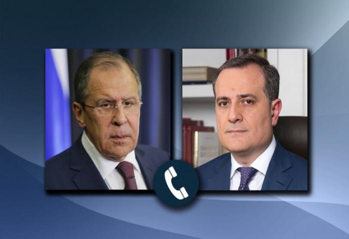 Azerbaijani, Russian FMs discuss tensions on Azerbaijani-Armenian border in phone call