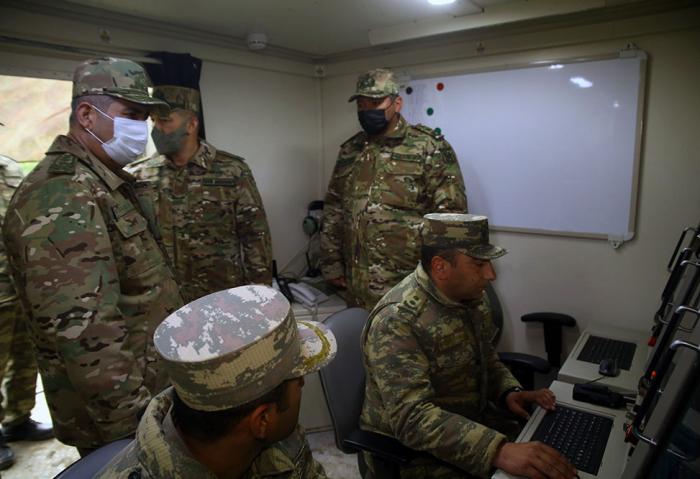 Ministro de Defensa visitó unidades de defensa aérea en los territorios liberados