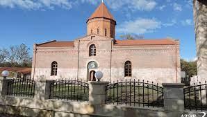 El presidente Ilham Aliyev visitó la Iglesia albanesa de la Santísima Virgen María en Gabalá