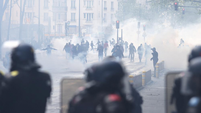 Tear gas used as pro Palestinian march opposes Paris ban -  NO COMMENT