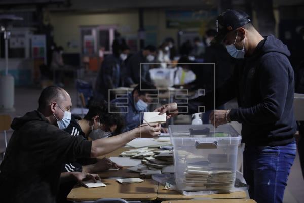 Chile castiga a la clase política y confía el cambio a los independientes