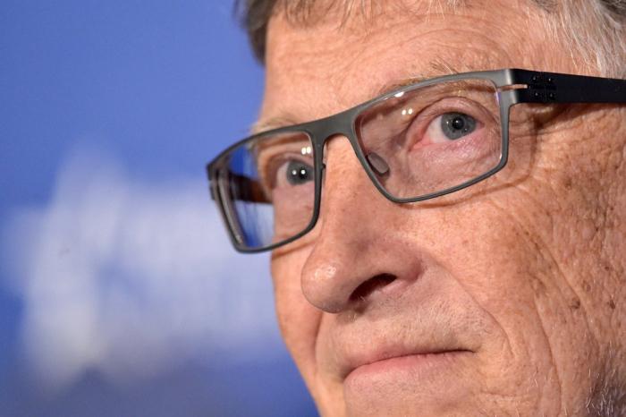 """Investigan si Bill Gates dejó Microsoft por una relación """"inapropiada"""" con una empleada"""