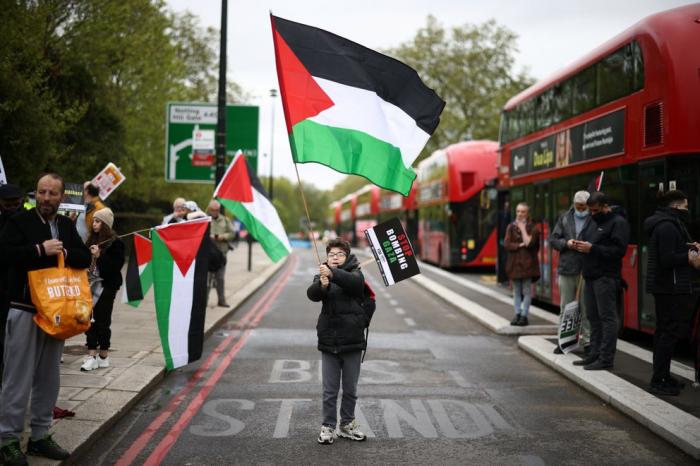 Boris Johnson condenó los gritos antisemitas escuchados desde un auto en Londres