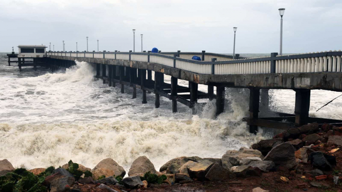 Severe cyclone heading to western India, 4 dead -   NO COMMENT