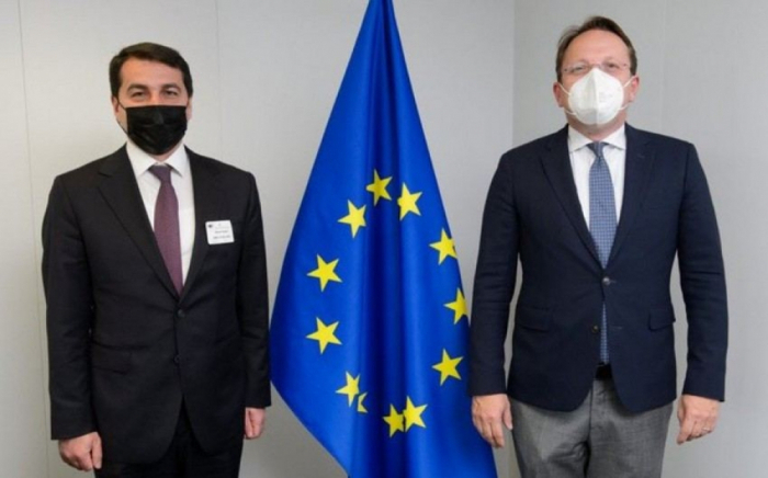 Presidential Aide meets with EU official in Brussels