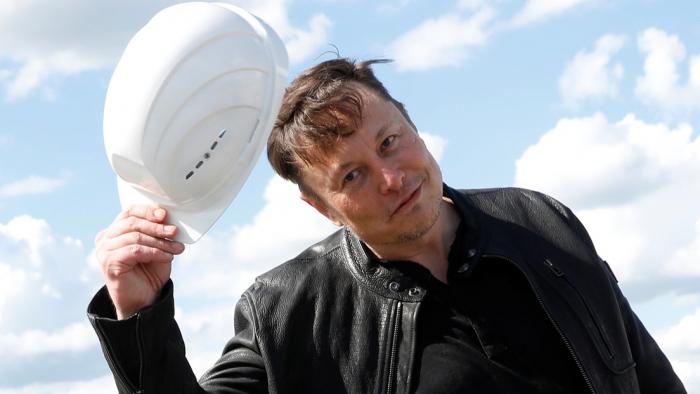 Elon Musk baja al tercer puesto del