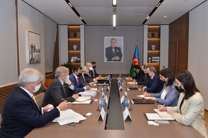 Azerbaijani FM meets with delegation from Caspian Policy Center