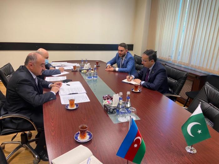 Azerbaijan and Pakistan discuss direct flights