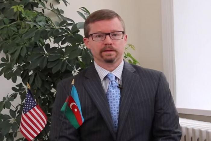 US embassy congratulates Azerbaijan on Republic –   VIDEO