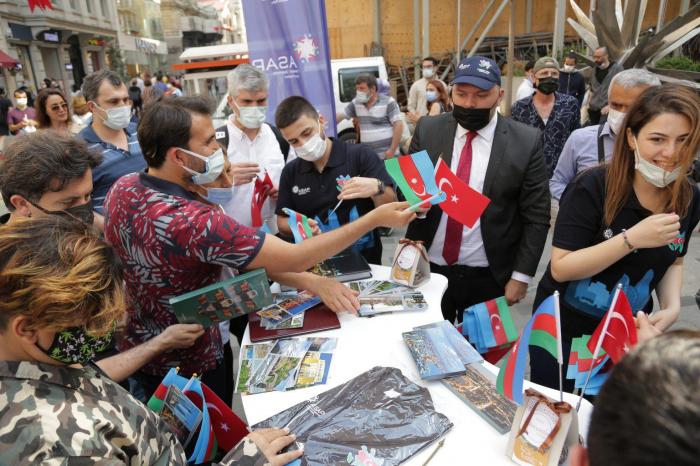 Taksim meydanında Respublika gününə həsr olunan fləşmob keçirildi
