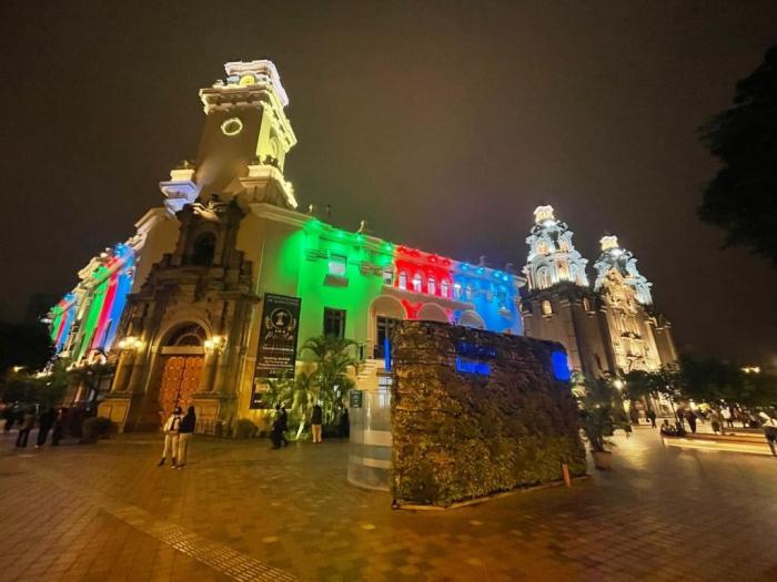 Buildings of Peruvian Congress, Miraflores Municipality lit up with colors of Azerbaijani flag –   PHOTO