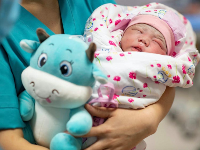 China lets couples have 3 kids to counter ageing population