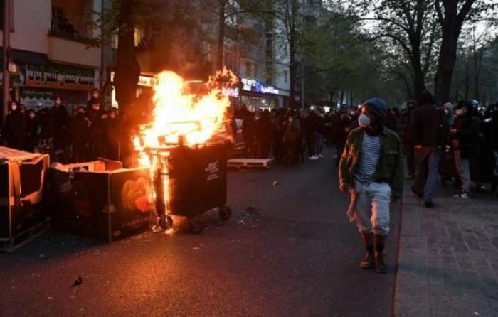 Berlində polislə qarşıdurma:  240 nümayişçi saxlanılıb