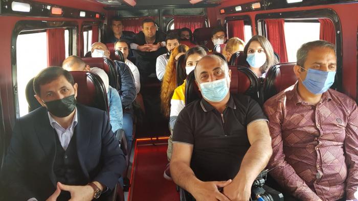 Des représentants des médias azerbaïdjanais effectuent une visite dans le bourg de Hadrout