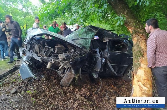 İsmayıllıda maşın ağaca çırpıldı, sürücü öldü -    FOTOLAR