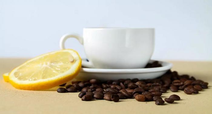 إضافة الليمون إلى القهوة يضاعف فائدتها