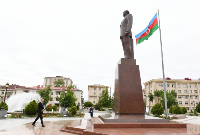 Azerbaijani president visits statue of national leader Heydar Aliyev in Nakhchivan - PHOTOS