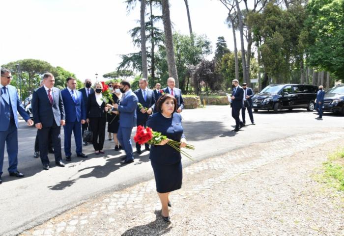 Azerbaijani parliamentary delegation visits monument to Nizami Ganjavi in Rome