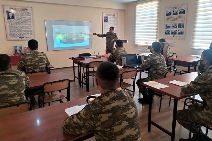 """Azerbaijan Army holds """"The best group leader for classes on socio-political training"""" contest"""